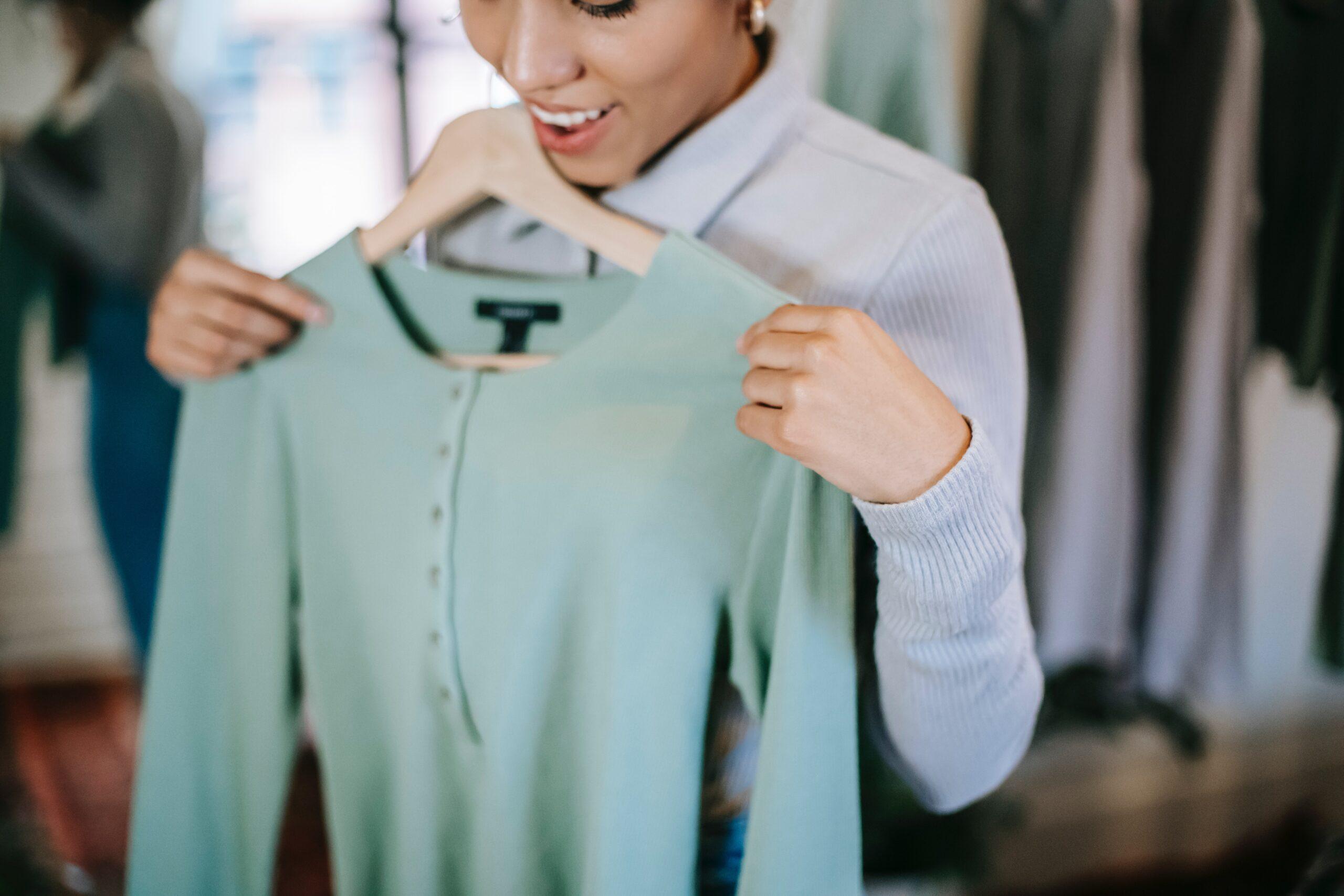 zöld ruhatár