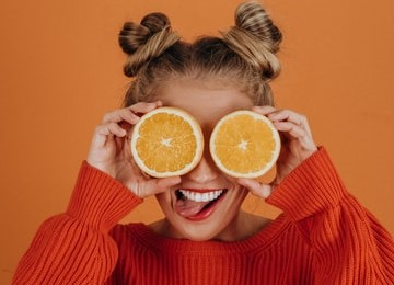 This image has an empty alt attribute; its file name is orange-2.jpg